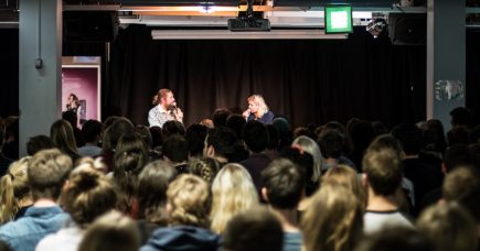 Musikkens trodsige teenager på besøg i København
