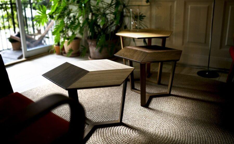 Stuen bliver domineret af eget design. Her er det tre sofaborde, som Fredéric også selv er yderst tilfreds med.