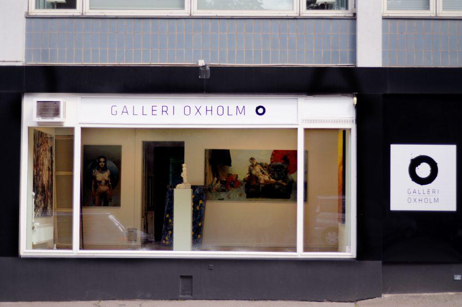 Med store butiksruder ud til Pile Allé er der rig mulighed for at vindueskigge, hvis man ikke er helt tryg ved gallerier. //Foto: Augusta Carøe