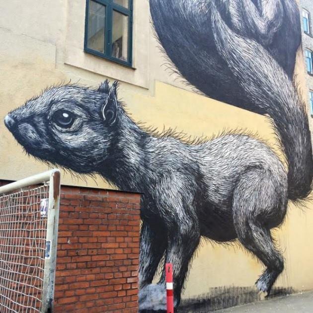 Billede af kunstneren ROAs fantatiske værk på Gasværksvej // Foto:Streetheart