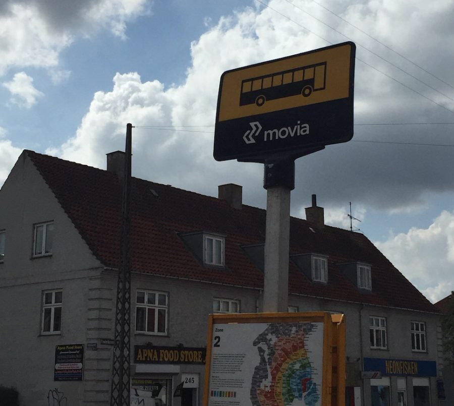 busstoppestedet-i-broenshoej-sarah-friis