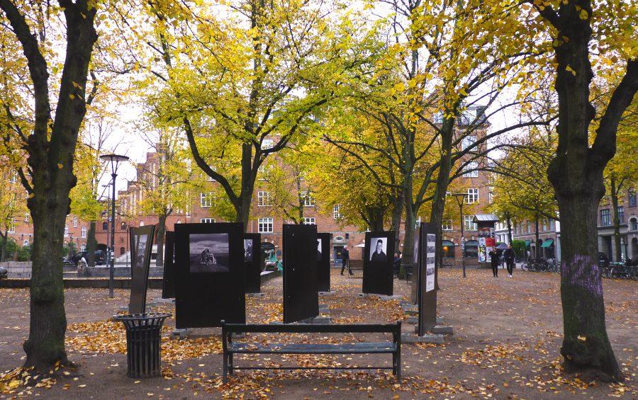 """Billede fra fotoudstillingen """"Eyes on Syria"""" på Blågårdsplads //Foto: Christofferbudtz.com"""