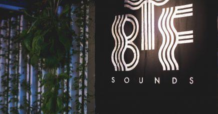 Ung kreativ direktør i banebrydende musikbureau: Mød Back To Future Sounds' Amanda Baun.