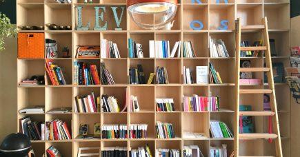 I Café Pyt får de små forlag plads til at fylde